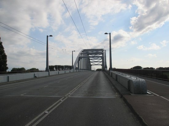 History Trips : On Arnhem bridge