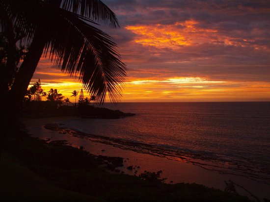 Kapaa Sands: Sunrise from our lanai
