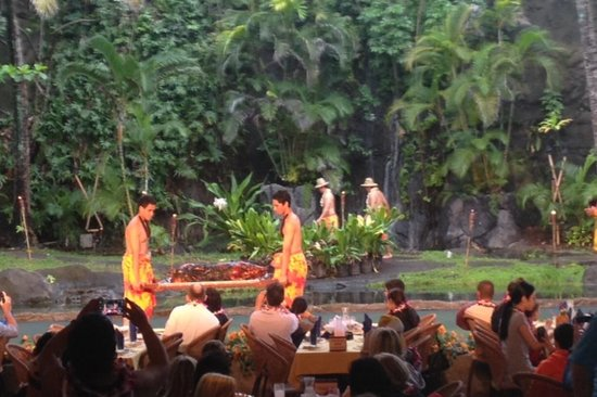 Polynesian Cultural Center: Presentation of the Pig