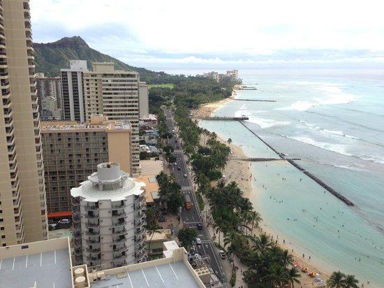 Hyatt Regency Waikiki Resort & Spa: バルコニーからの眺め。ダイヤモンドヘッドとワイキキビーチが見えます。