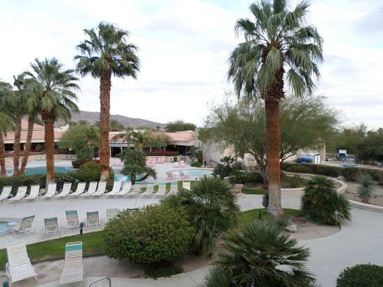 Miracle Springs Resort and Spa: Pool Area