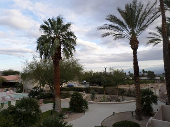 Miracle Springs Resort and Spa: grounds