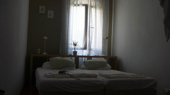 Bed and Beach Barcelona Guesthouse : Cama