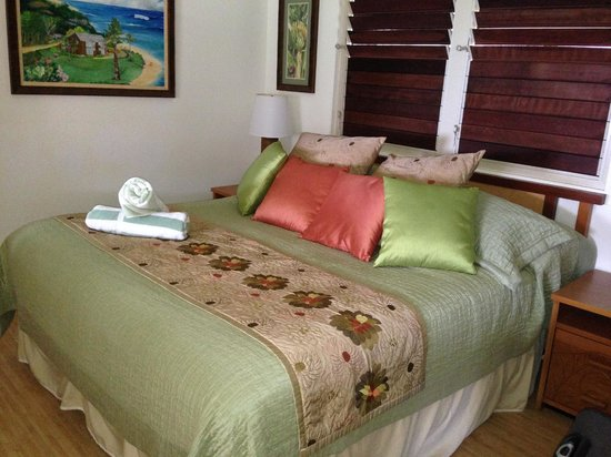 Hanalei Colony Resort: King size bed