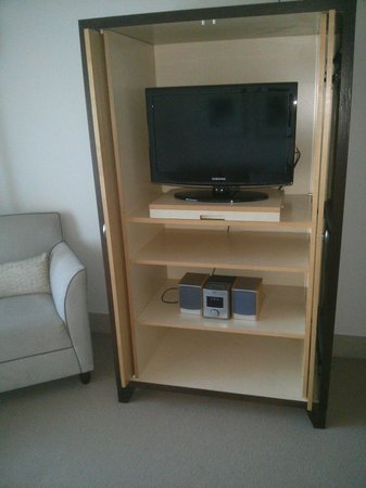 Amora Hotel Jamison Sydney : Tiny TV in lounge room of park suite