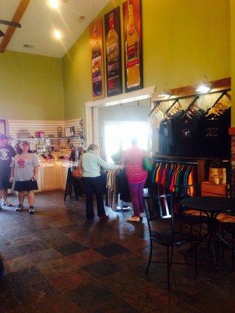 StarView Vineyards: Gift shop, entrance...