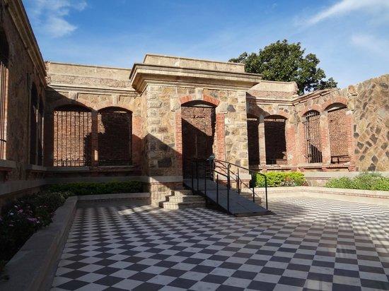 Castillo San Carlos: Patio posterior reconstruido