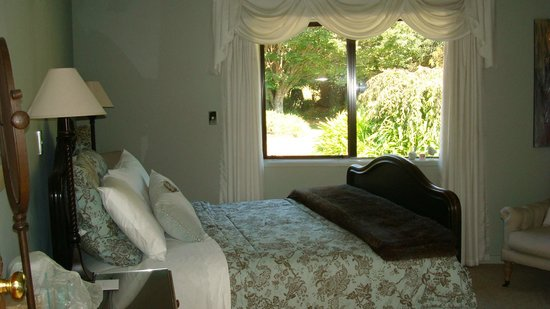 Doolan's Country Retreat: Our Room the FanTail