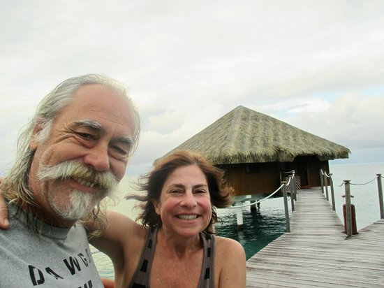 Royal Huahine: We love this place!! Happy faces!!