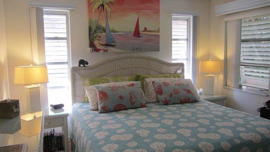 West-End Paradise : Main Bedroom - Unit 2
