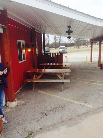 KT's BBQ: Outdoor seating