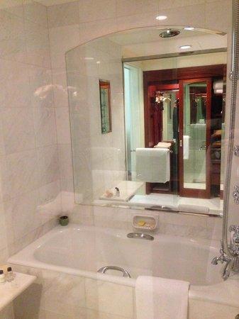 Park Hyatt Saigon: バスルーム