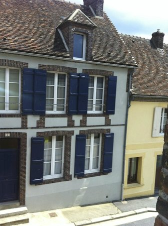 Villa Fol Avril : Buildings across the street - view from room window
