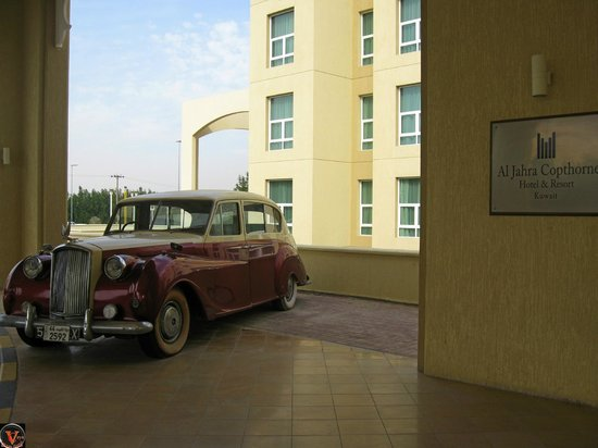 Al Jahra Copthorne Hotel & Resort: Courtesy car (Displayed at entrance).