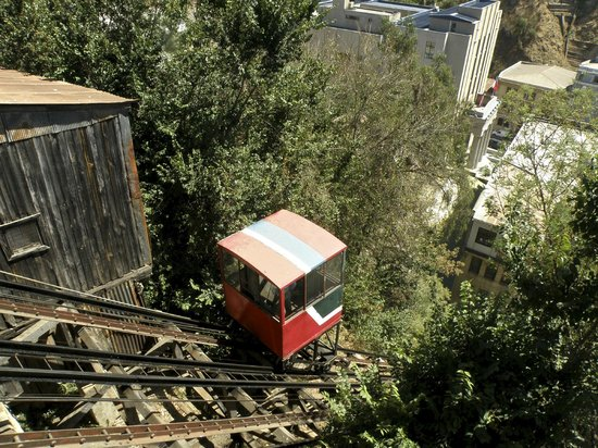 Palacio Astoreca Hotel: Nearby historic ascensor (funicular railway)