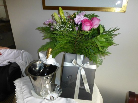 Hotel Orly : A nice touch for our anniversary!