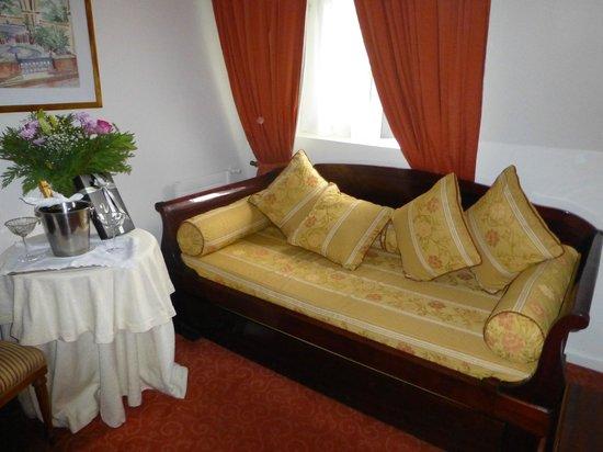 Hotel Orly : Junior suite sitting room