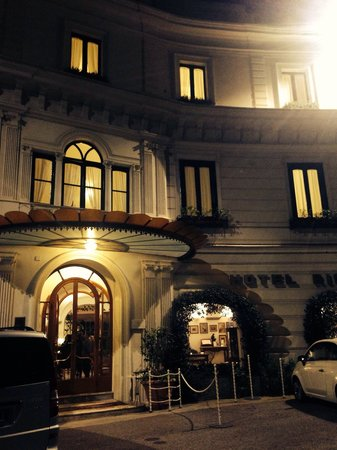 Santa Caterina Hotel: Beautiful at night