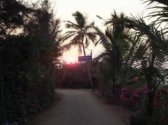 Santana Beach Resort : View from end of road to beach