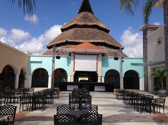 Sandos Caracol Eco Resort : La Plaza