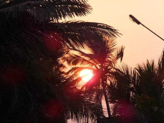 Santana Beach Resort : Sunset en route to beach
