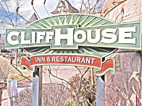 The Cliff House at Pikes Peak: sign