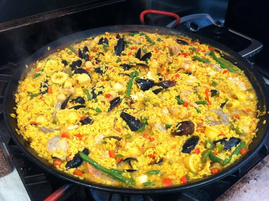 Tres Leches Eatery: Seafood Paella