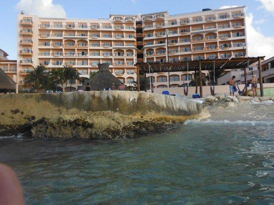 El Cozumeleño Beach Resort: hotel from water view