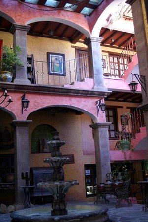 Posada de las Flores Loreto: Lobby view of rooms above