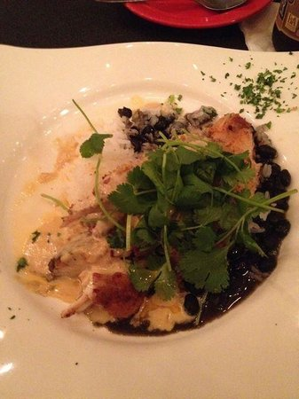Amos Mosquito's Restaurant and Bar: Panfried snapper, rice and black beans with cilantro
