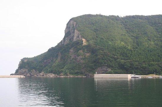 Akiya Beach: 明屋漁港の断崖岬