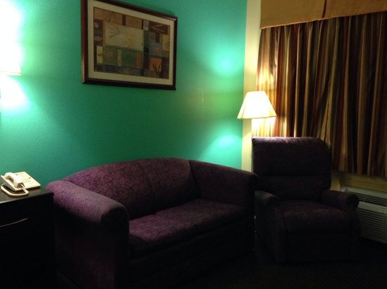 Best Western West Monroe Inn : Seating next to the king size bed