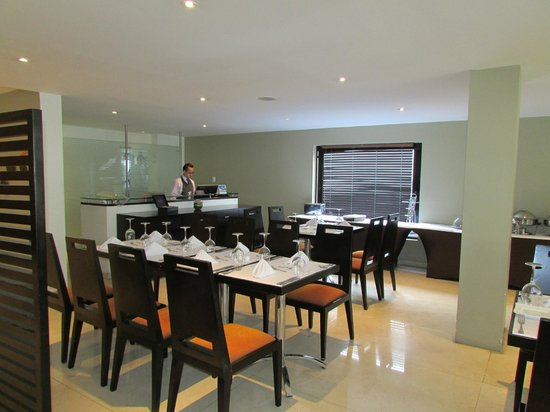 Hotel Richmond Suites: Hotel dining