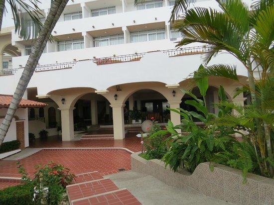 Tropicana Hotel: view towards lobby