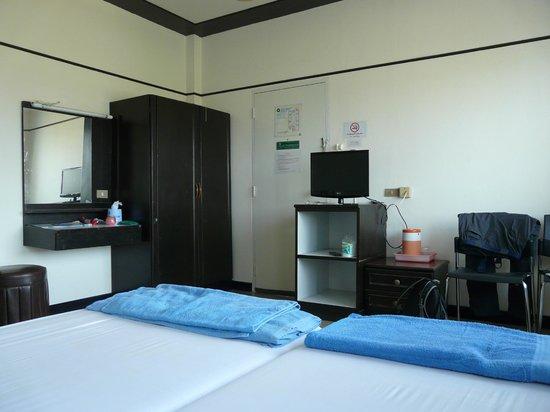 Queen Hotel: The room (double)