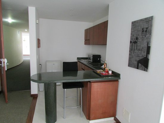 Hotel Richmond Suites: Kitchenette in Suite 302