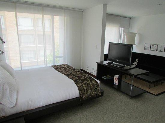 Hotel Richmond Suites: Bedroom in Suite 302