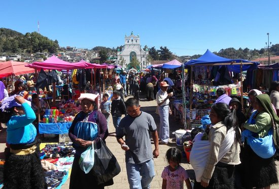 Cielo y Tierra Private Day Tours: Chamula market