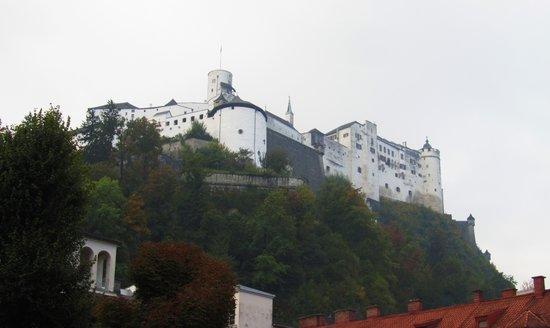 Altstadthotel Kasererbräu: Castle from Street