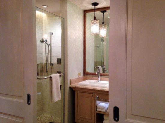 Eilan Hotel & Spa, Autograph Collection: Clean bathroom!