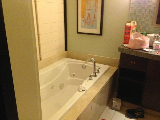 Bay Lake Tower at Disney's Contemporary Resort : Master bathroom of 2 bedroom