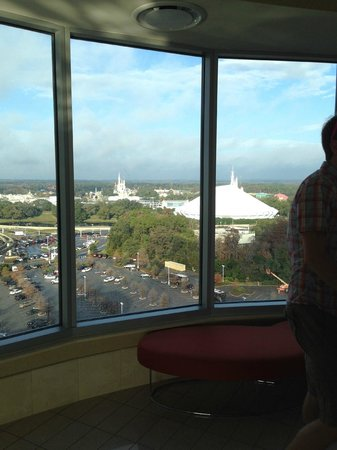Bay Lake Tower at Disney's Contemporary Resort : View waiting for elevator