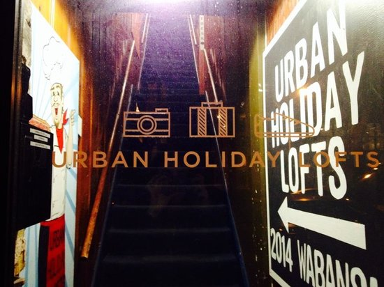 Urban Holiday Lofts: entrance/front door