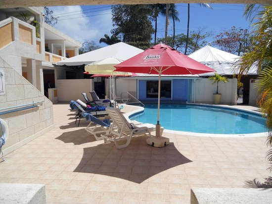 Ocean 15 Hotel: pool and swim up bar