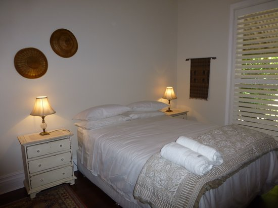 Lakeside B & B: bedroom