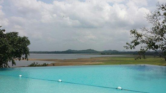 Heritance Kandalama: Blick aus dem Hotelpool