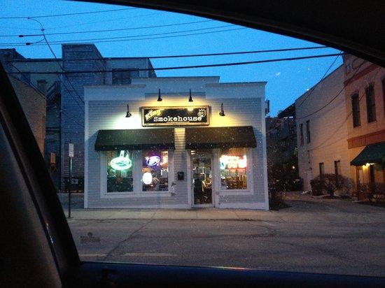 BBQ King Smokehouse: Outside