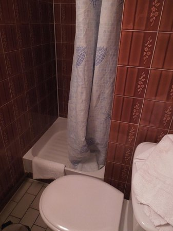 Royal Phare Hotel: バスルーム、狭い。