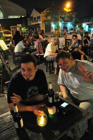 Live nunglen band picture of street lamp bar for Ayutthaya thai cuisine bar