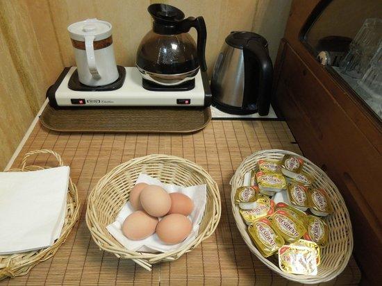 Royal Phare Hotel: ゆで卵、暖か飲み物